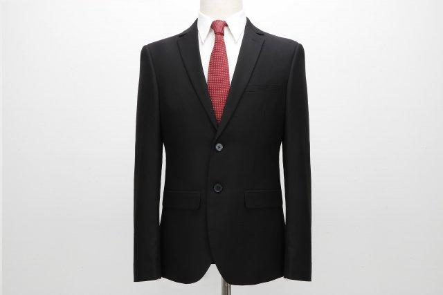 d85c0b4dcf919 フォーマルスーツは冠婚葬祭に着る略礼服であることが分かりました。しかし色や形など、ひと目見ただけではリクルートスーツとの違いは分からないような気もします 。