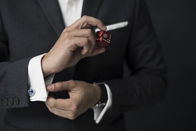 【就活で着るスーツとは】就活生が知っておきたい種類や購入する際の注意点をご紹介!